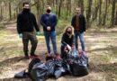 Ekologiczna akcja Stowarzyszenia Dla Polski Adama Andruszkiewicza. Setki osób sprzątało lasy [WIDEO]
